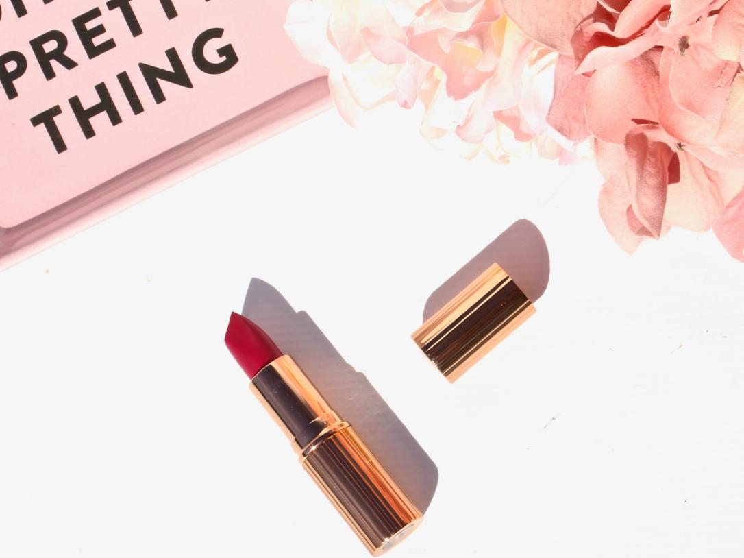 charlotte-tilbury-matte-revolution-the-queen-lipstick-4