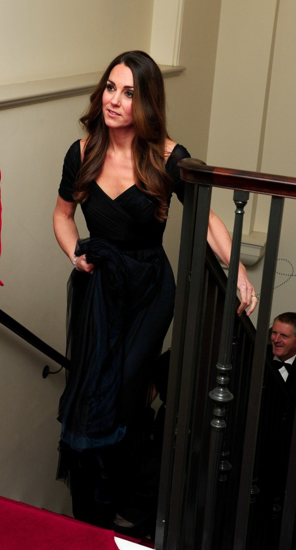 fashion-2013-10-kate-middleton-jenny-packham-black-gown-stairs-main