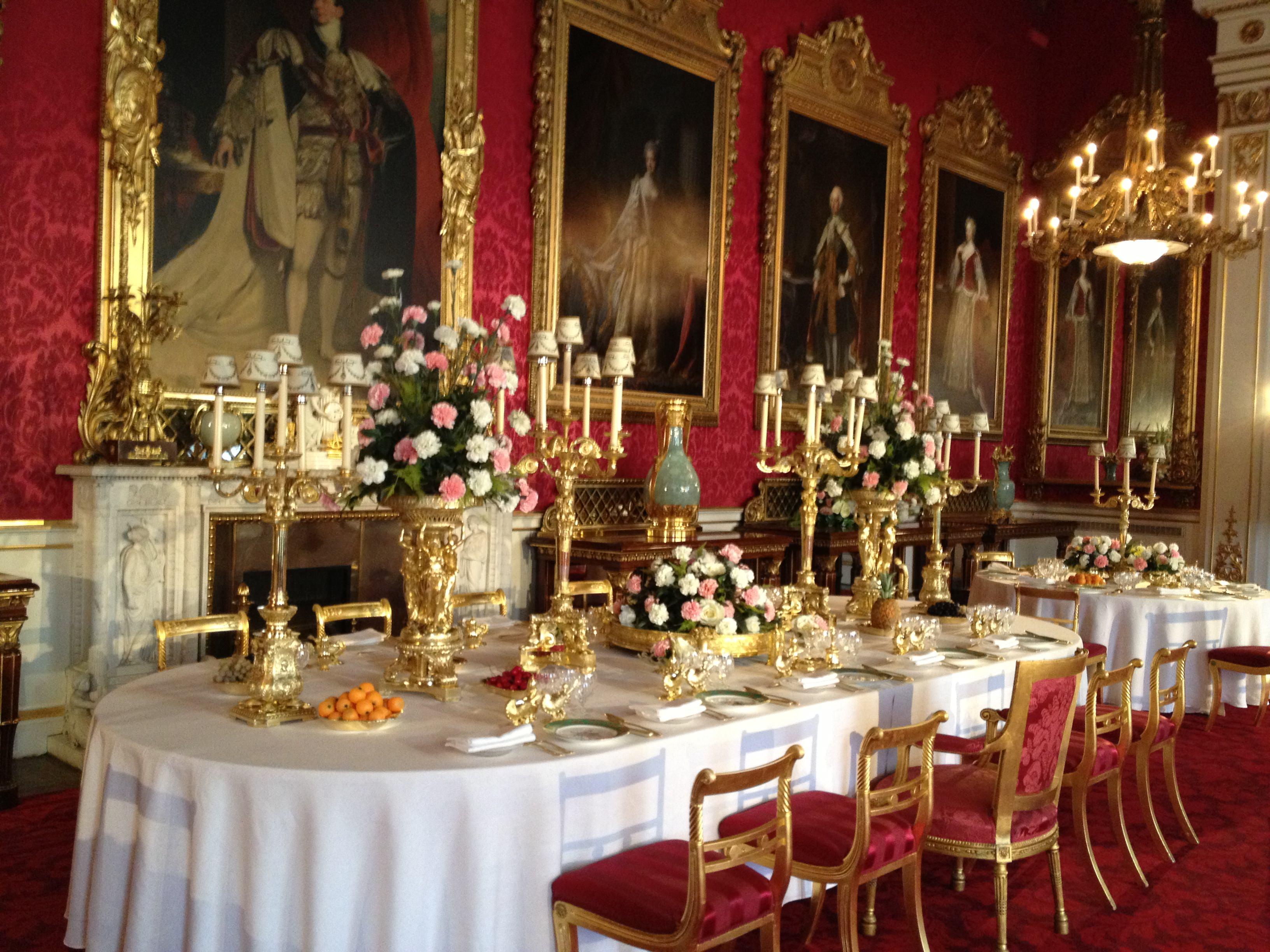 Dining-room-buckingham-palace